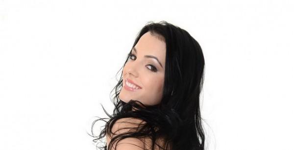 Screensaver girl nude : Sapphira A